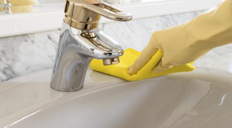How to Clean Faucet Head